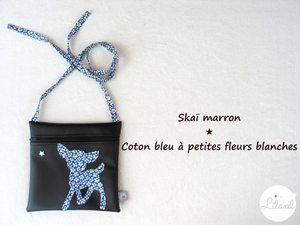 pochette skai marron et coton bleu à fleurs blanches