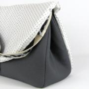sac à langer gris et moustaches - 3