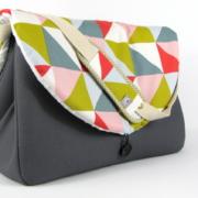 sac à langer gris et triangles - 2