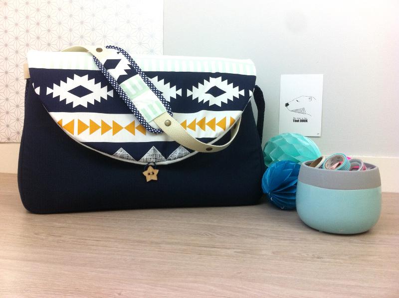 sac à langer lilaxel - bleu marine et ethnique graphique - 2