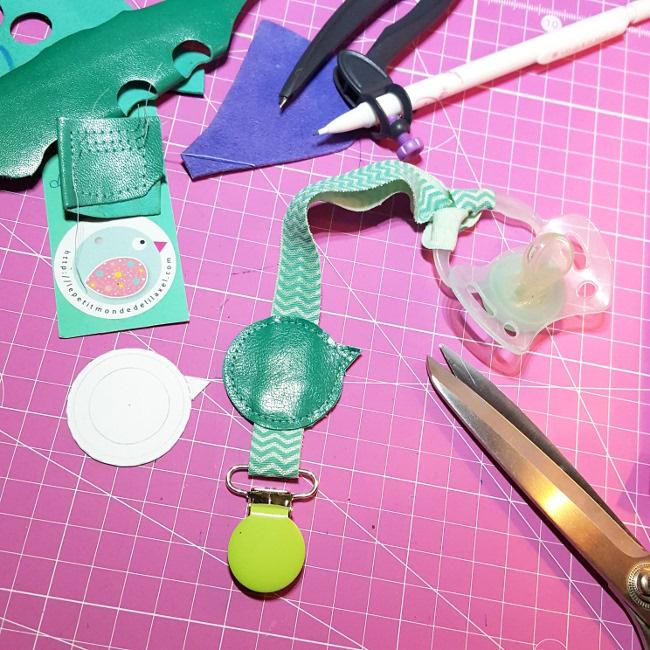 attache-tétine lilaxel - prototype oiseau www.lepetitmondedelilaxel.com