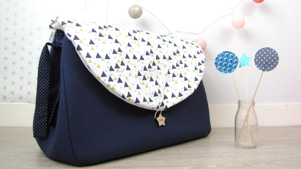 sac langer bleu et triangles bleu et moutarde vendu. Black Bedroom Furniture Sets. Home Design Ideas