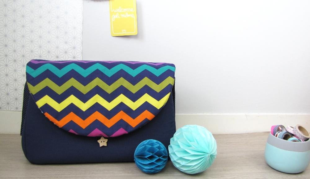 sac langer bleu et chevrons vendu lilaxel. Black Bedroom Furniture Sets. Home Design Ideas